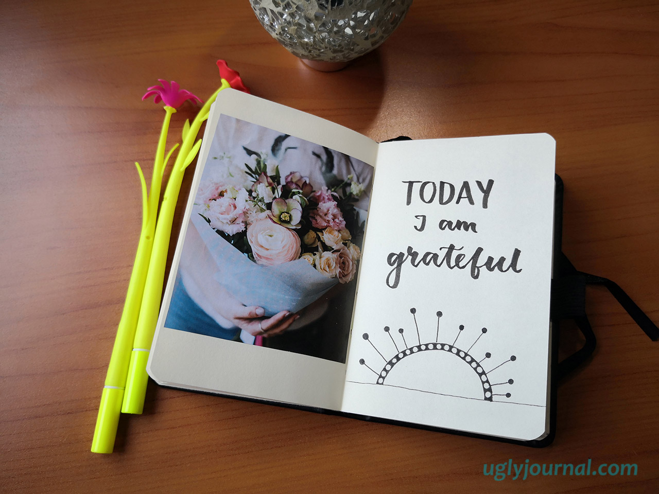 HOW TO CHANGE YOUR PERSPECTIVE WITH A GRATITUDE JOURNAL